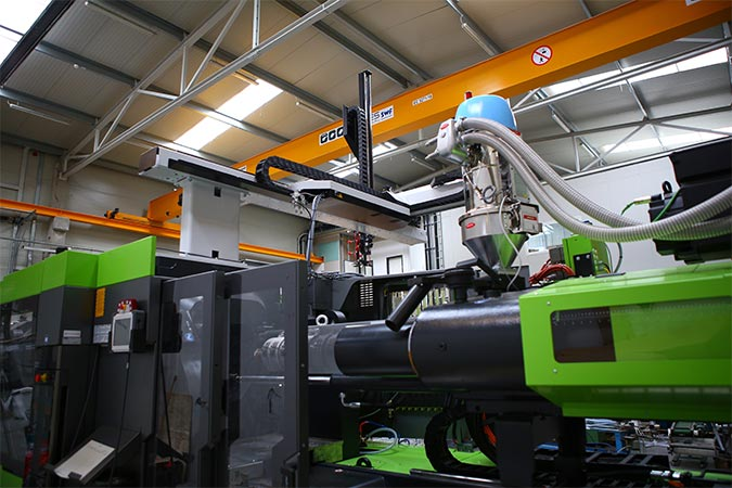 Plastic injection molding with traditional technology